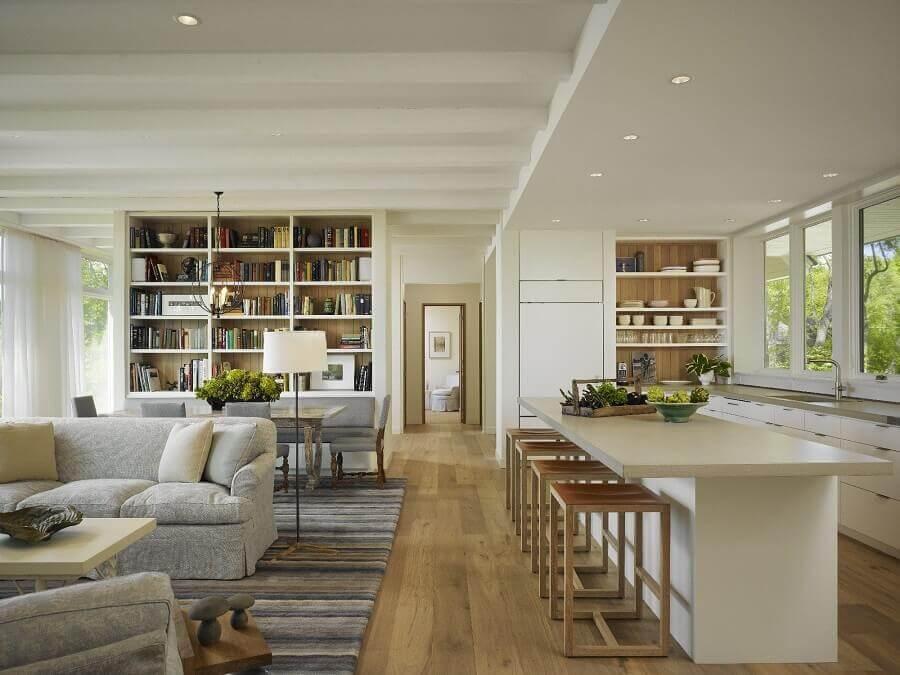 decoração clássica em cores neutras para casa conceito aberto Foto Dering Hall