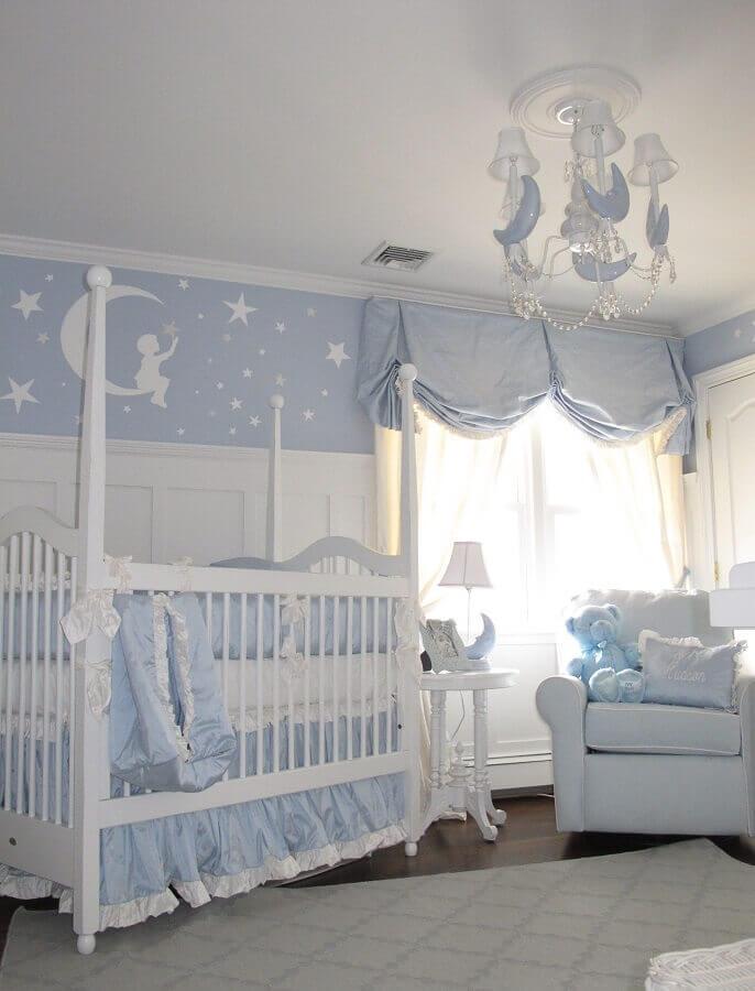 decoração clássica para quarto de bebê azul e branco Foto Project Nursery