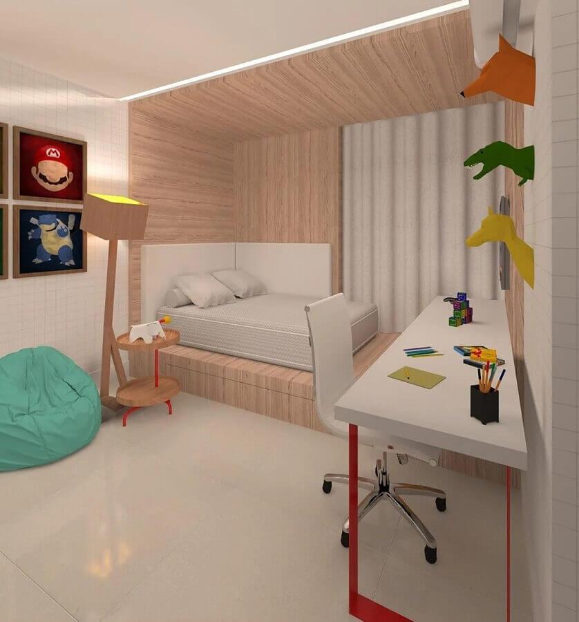 decoração clean com puff colorido para quarto planejado Foto Dauster Arquitetura
