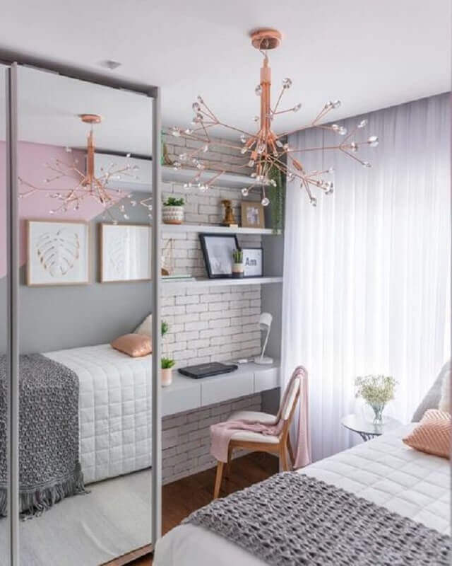 decoração clean em cinza e rosa para quarto com escrivaninha e penteadeira Foto Pinterest