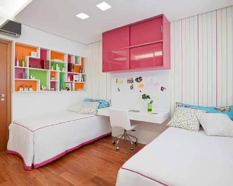 decoração colorida para quarto infantil com escrivaninha Foto Houzz