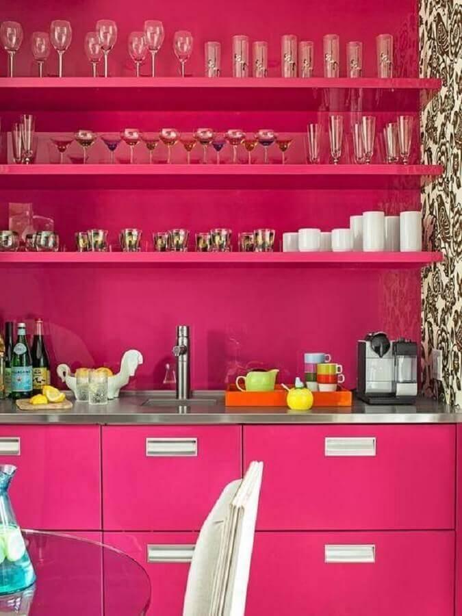 Decoração rosa pink com prateleiras