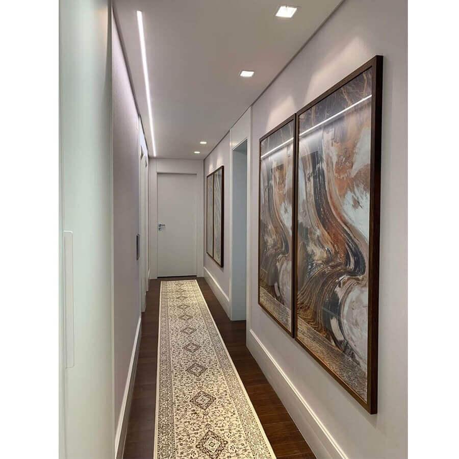 decoração com quadros grandes para corredor de apartamento Foto Thais Dario Interiores