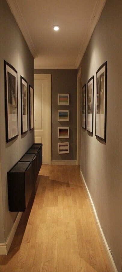 decoração com quadros para corredor de apartamento cinza Foto Pinterest