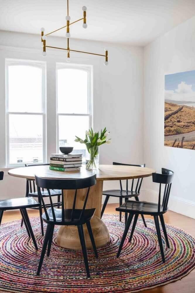 Decoração com tapete redondo para sala de jantar