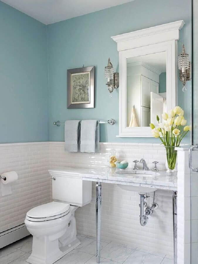 decoração de banheiro simples branco e azul pastel com estilo clássico Foto Arquitetas Express
