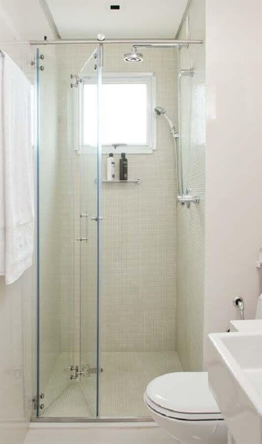decoração de banheiro simples e pequeno todo branco Foto Lolafá