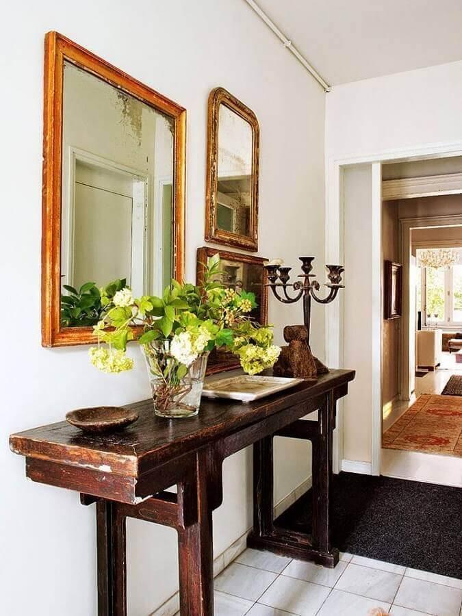 decoração de corredor de aparador e espelho com moldura de madeira Foto Pinterest