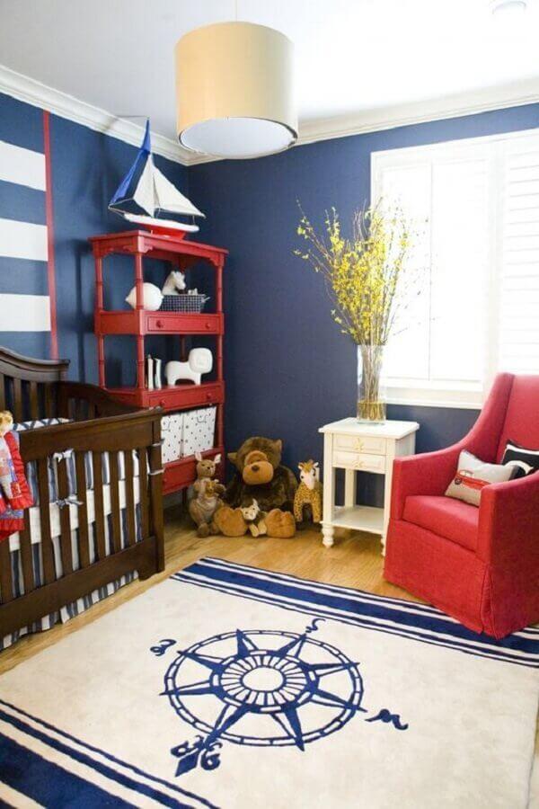 decoração de quarto de bebê azul marinho e vermelho com tema marinheiro  Foto Project Nursery