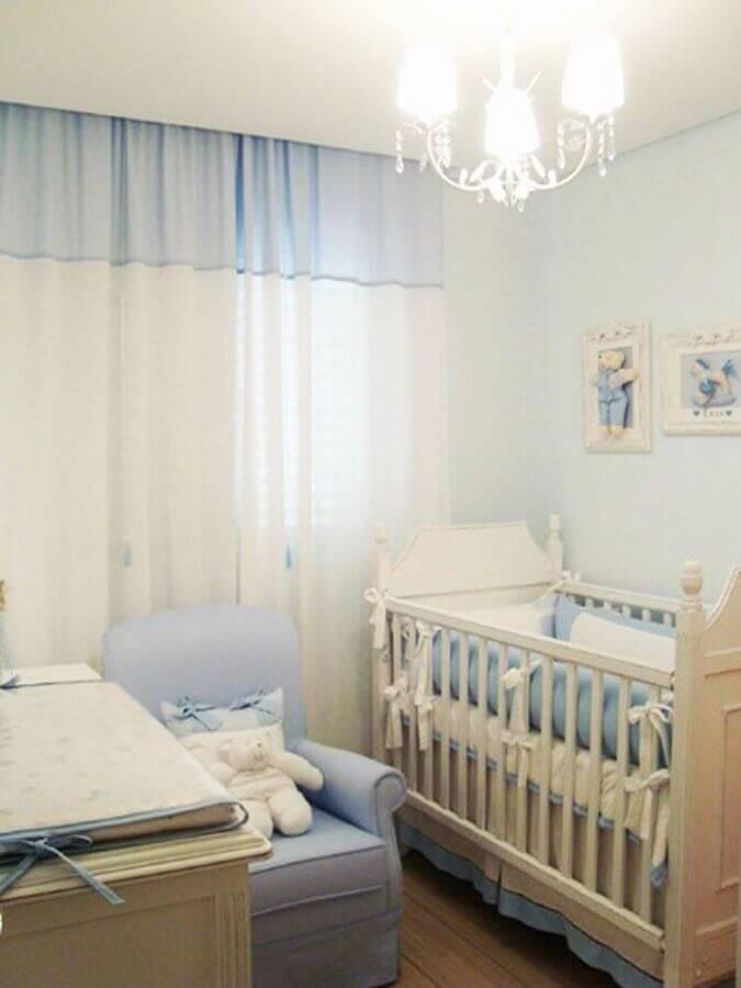 decoração de quarto de bebê pequeno azul e branco Foto Fresh IDEEN