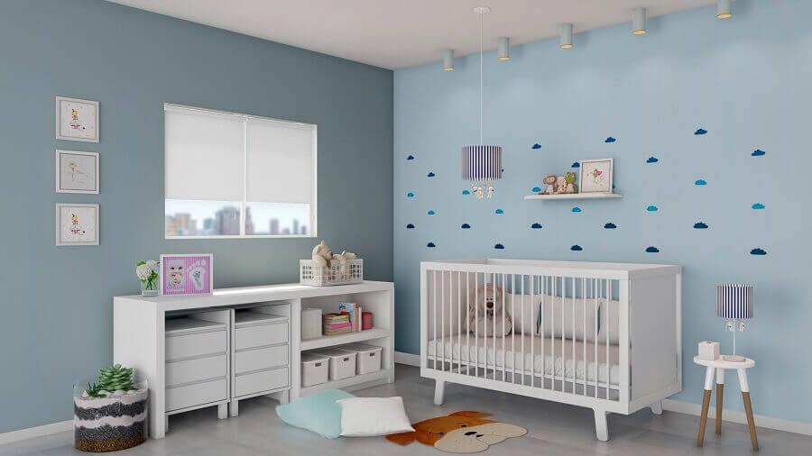 decoração de quarto de bebê simples azul e branco Foto Histórias de Casa