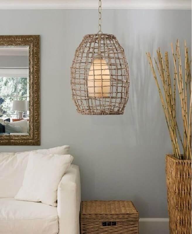 decoração de sala de estar com luminária rústica pendente Foto Build with Ferguson