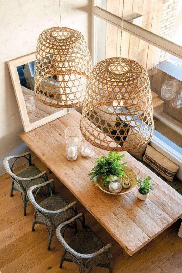 decoração de sala de jantar com luminária pendente rústica Foto El Mueble
