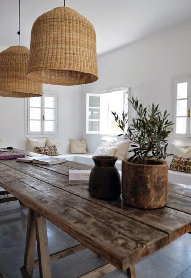 decoração de sala de jantar com mesa e luminária rústica Foto Bloglovin'