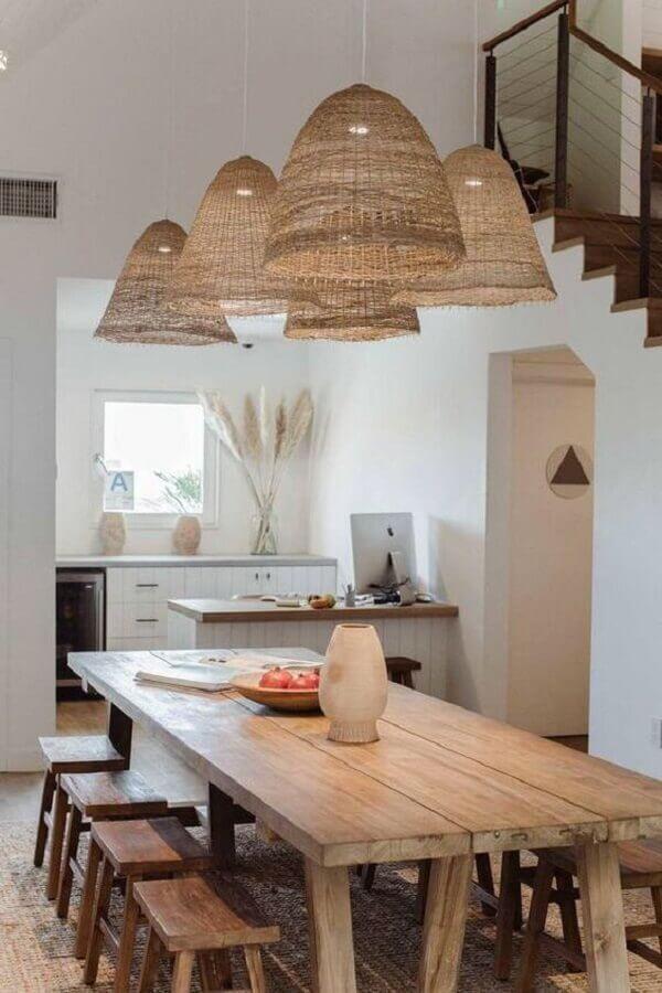 decoração de sala de jantar simples com luminária rústica pendente Foto Casa Très Chic