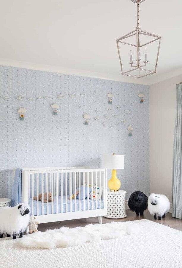 decoração delicada para quarto de bebê azul claro e branco Foto Pinterest