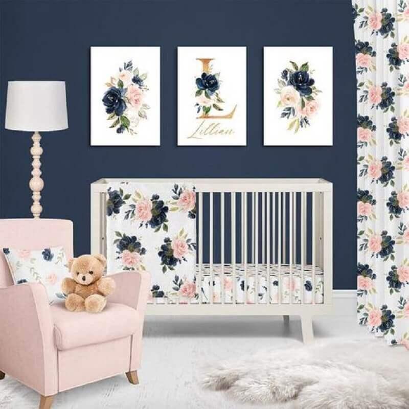 decoração delicada para quarto de bebê azul marinho e rosa  Foto Etsy