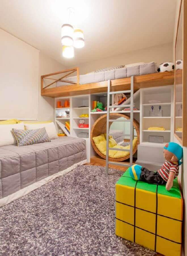 decoração moderna com puff colorido para quarto infantil planejado Foto Pinterest