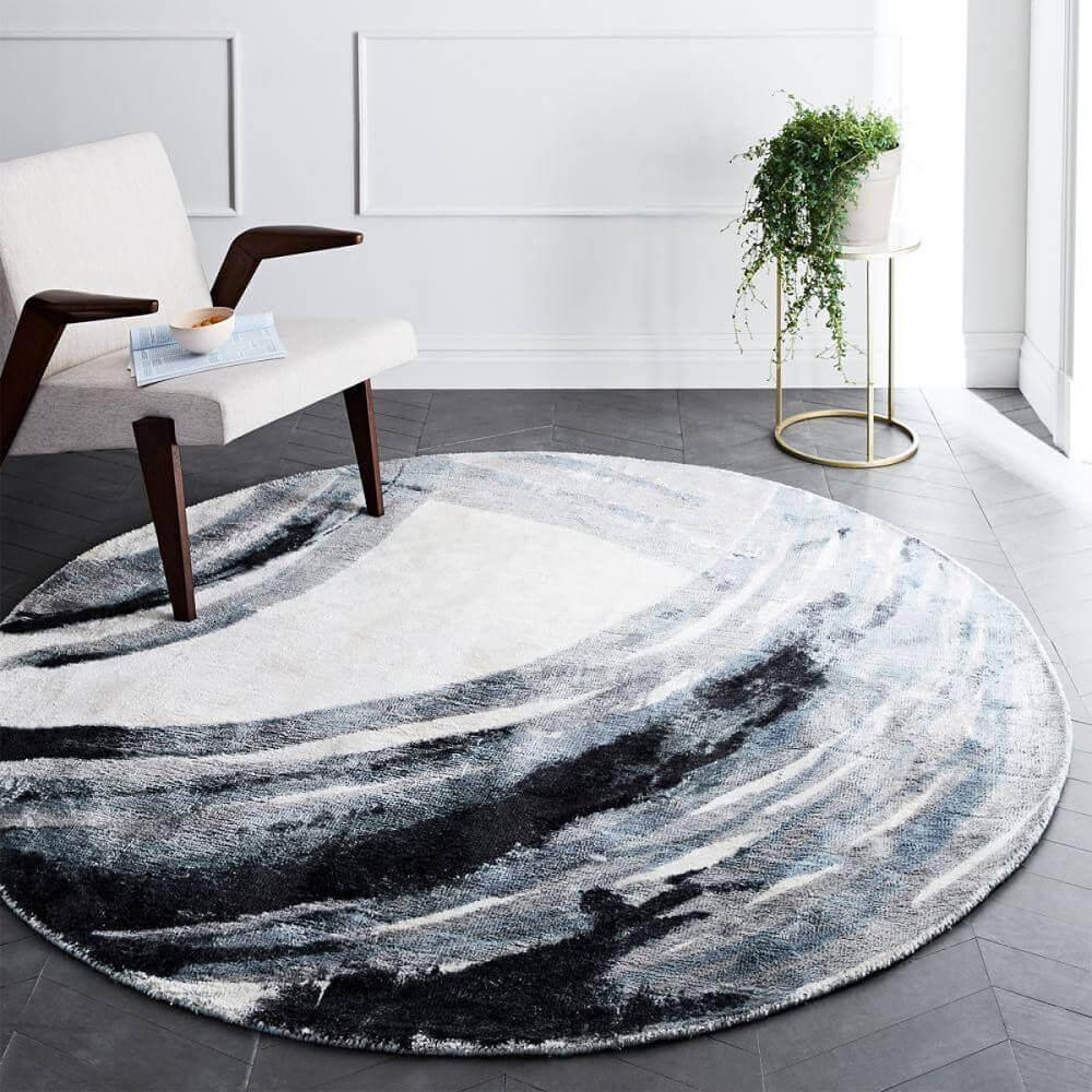 Decoração moderna com tapete redondo e estampado