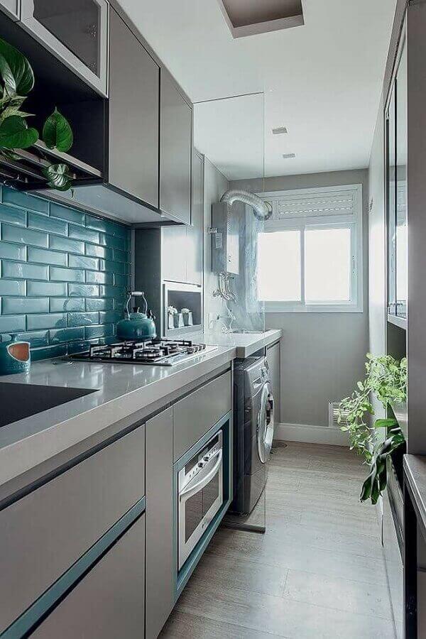 Cozinha com lavandeira planejada
