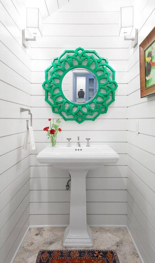 decoração simples com espelho para banheiro com moldura verde Foto Deavita