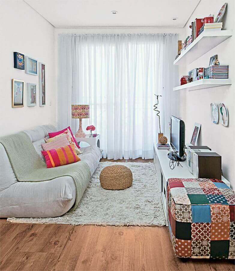 decoração simples com puff colorido para sala Foto Ideias Decor