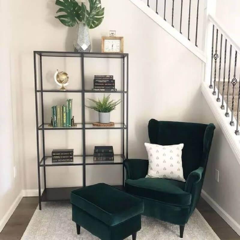 decoração simples para cantinho de leitura com poltrona confortável para leitura Foto Pinterest