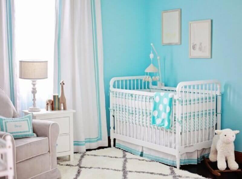 decoração simples para quarto de bebê azul turquesa e branco Foto Histórias de Casa