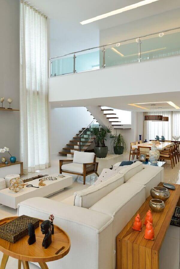 decoração sofisticada para casa conceito aberto ampla com guarda corpo de vidro Foto Homify