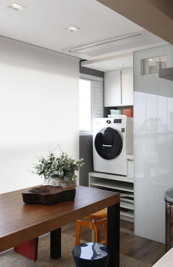 Lavanderia planejada com máquina de lavar