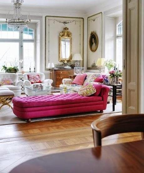 Sala com divã rosa pink