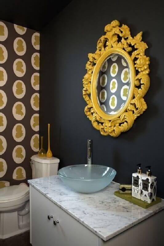 espelho com moldura amarela para decoração de banheiro preto Foto Ideias Decor