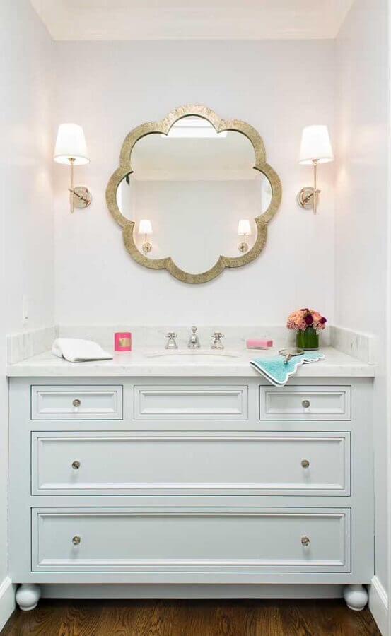 espelho com moldura diferente para decoração de banheiro clean Foto We Heart It