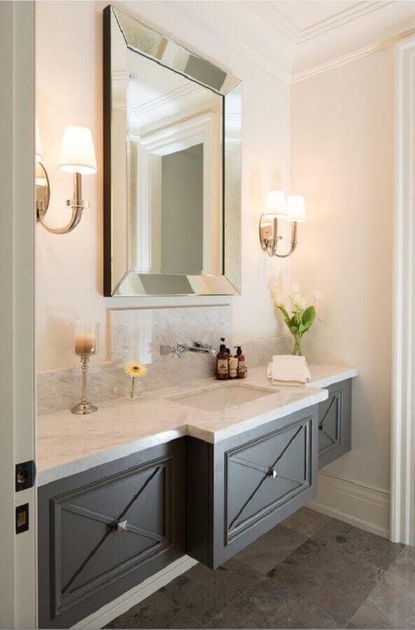 espelho com moldura espelhada para banheiro decorado com gabinete suspenso cinza Foto Home Fashion Trend