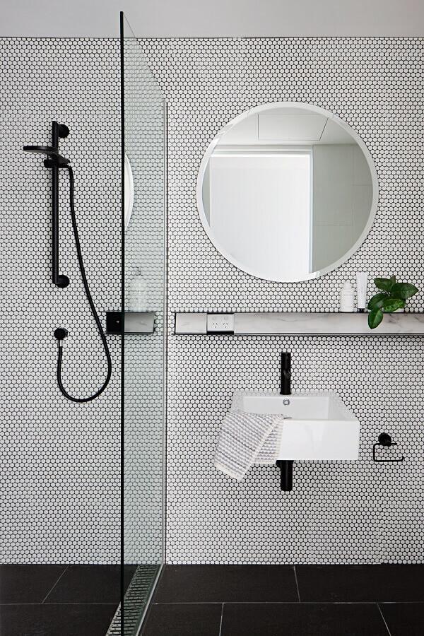 espelho redondo com moldura branca para banheiro minimalista Foto Pinterest