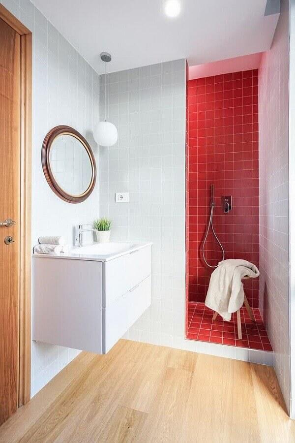 espelho redondo para decoração de banheiro simples branco e vermelho Foto Architizer