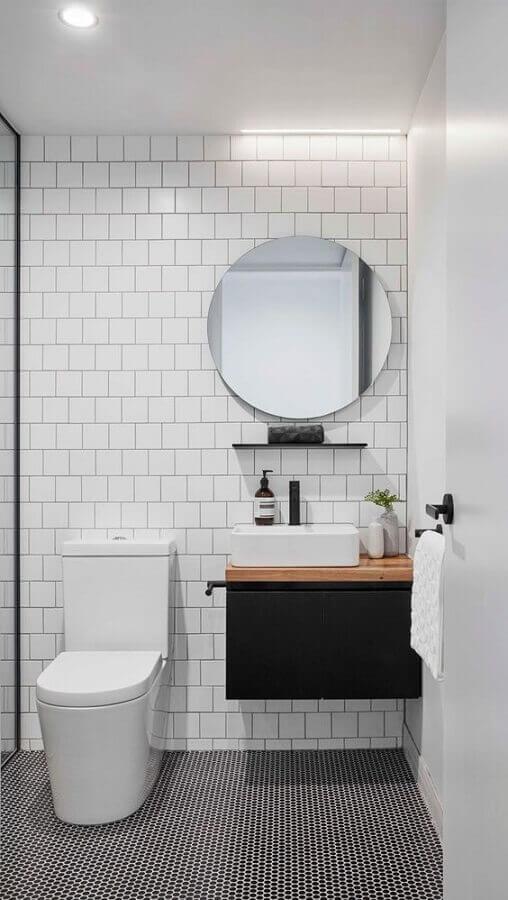 espelho redondo para decoração de banheiro simples minimalista com gabinete suspenso preto Foto The Local Project
