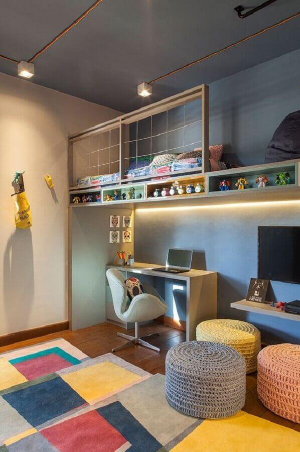 home office decorado com tapete e puff redondo colorido Foto Casa de Valentina
