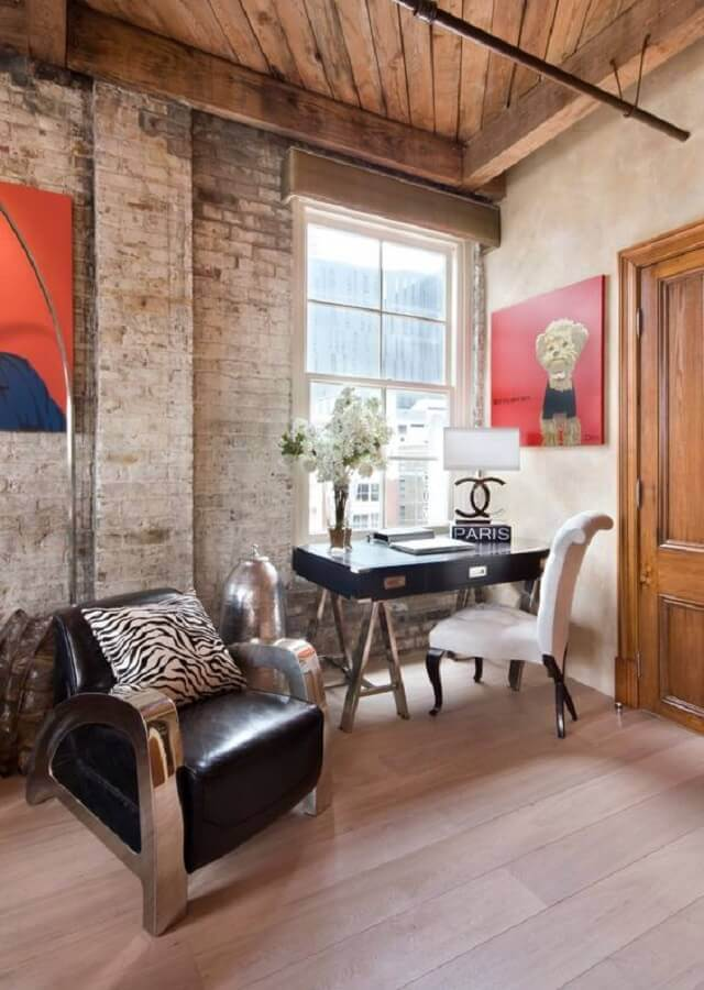 home office simples decorado com poltrona de couro preta moderna Foto Pinterest