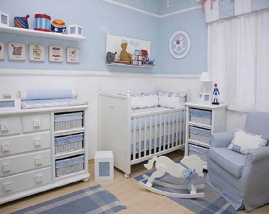 ideia de quarto de bebê azul claro e branco decorado Foto Pinterest