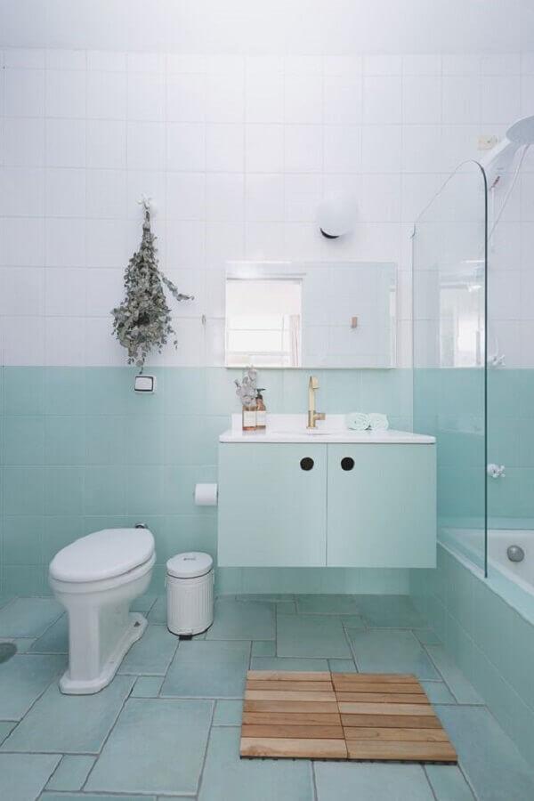 ideias para banheiro simples decorado em branco e azul pastel Foto Pinterest