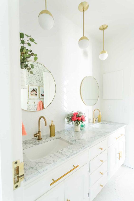 Kit para banheiro branco e dourado