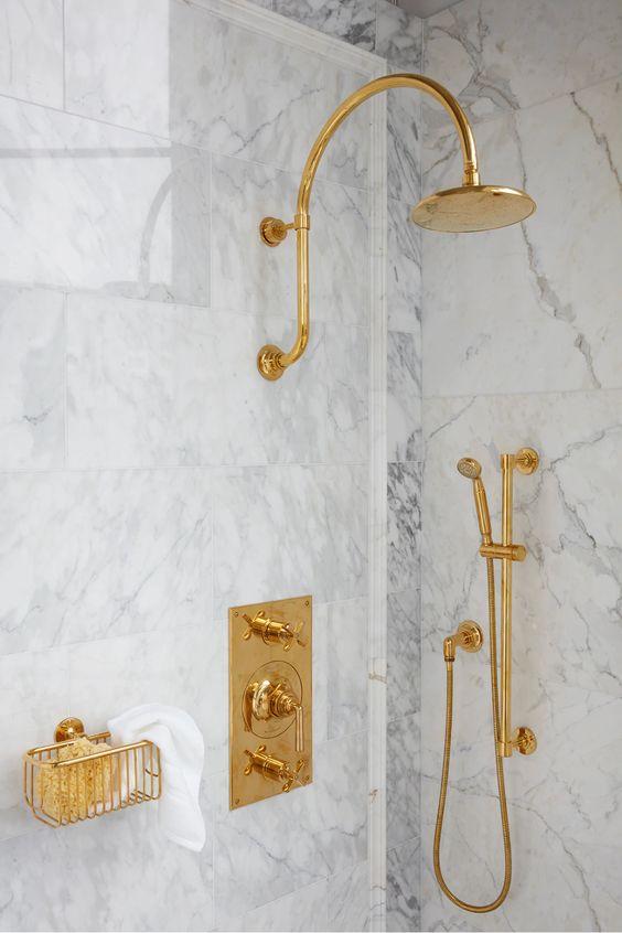 Banheiro todo dourado