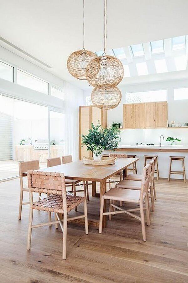 luminária pendente rústica para sala de jantar minimalista integrada com cozinha Foto Home Styling
