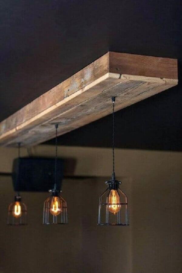modelo simples de luminária rústica de madeira com aramado Foto Pinterest