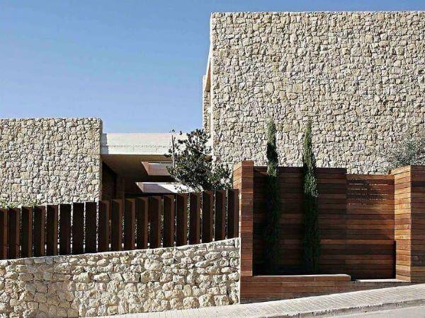 Muros bonitos com pedras na fachada