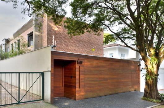 Muros bonitos de madeira na casa moderna