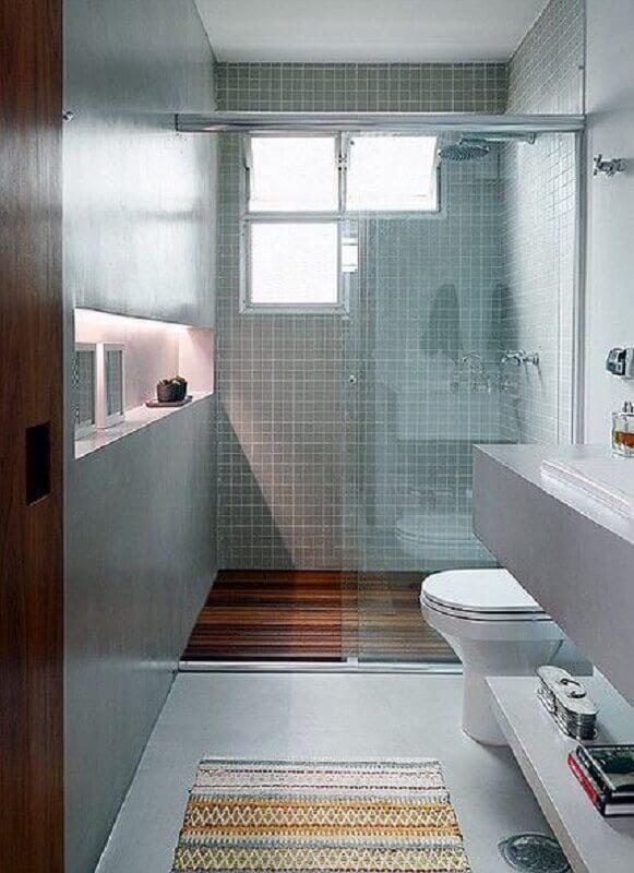 nicho embutido com iluminação de led para decoração de banheiro pequeno simples Foto Pinterest