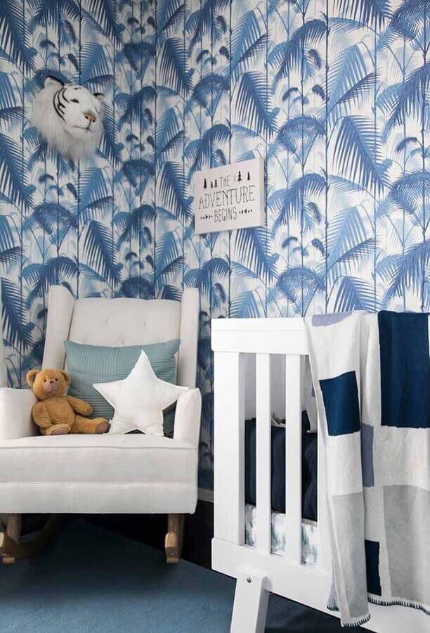 papel de parede em tons de azul para quarto de bebê com móveis brancos Foto Home Fashion Trend