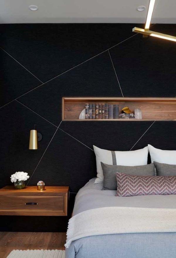 Quarto com papel de parede em formato geométrico